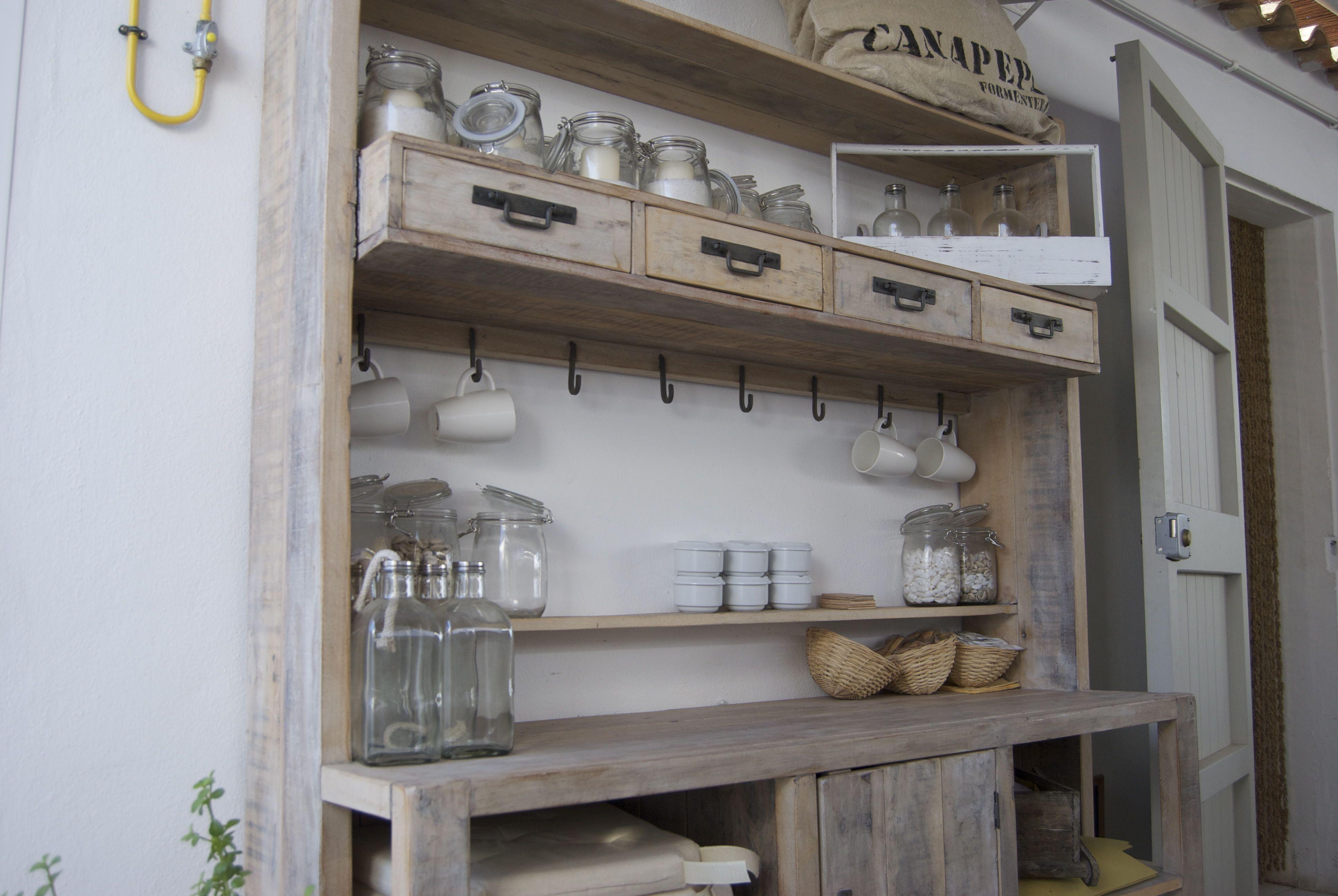 Un armario interesante que encontré en un Café de Formentera